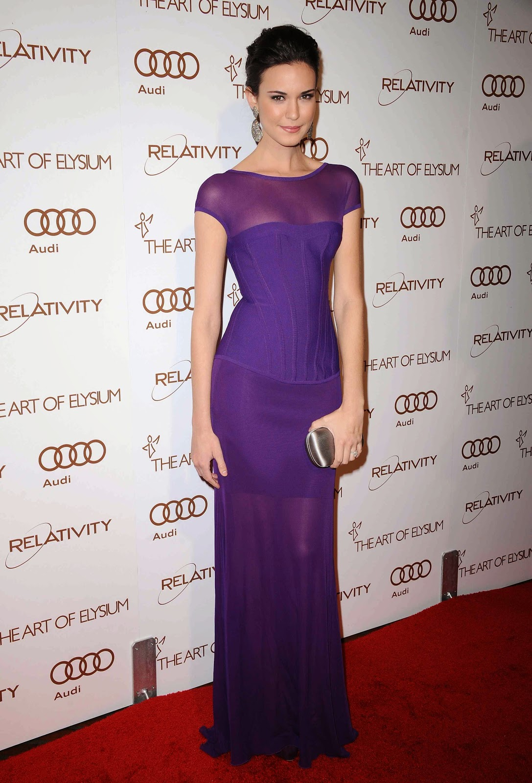 Odette Yustman HD Photos and Wallapers