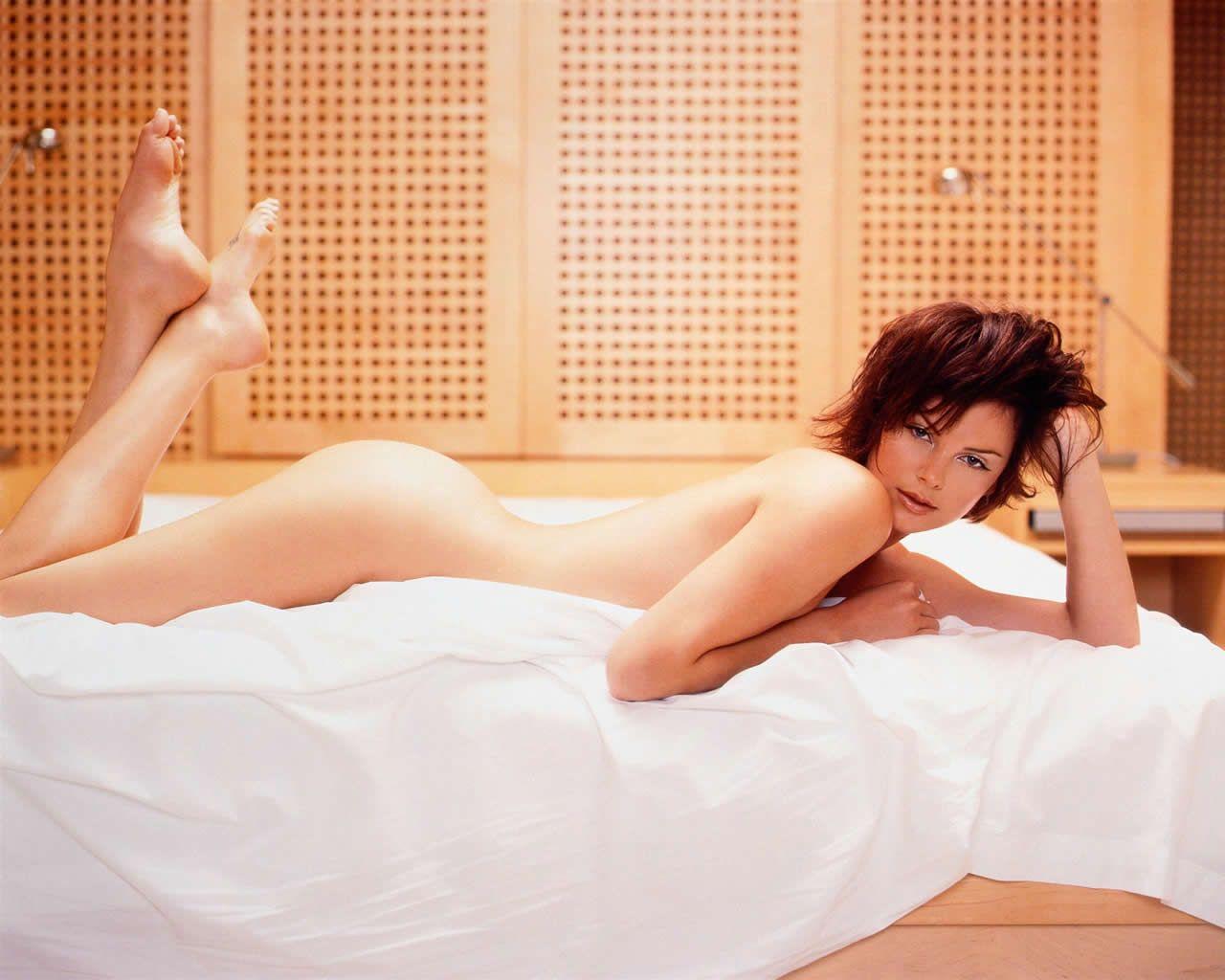http://4.bp.blogspot.com/-cpT3Aba12Zw/TVQObMPDrwI/AAAAAAAABHI/KNSXFPzEoYA/s1600/charlize_theron_lying_1280x1024.jpg