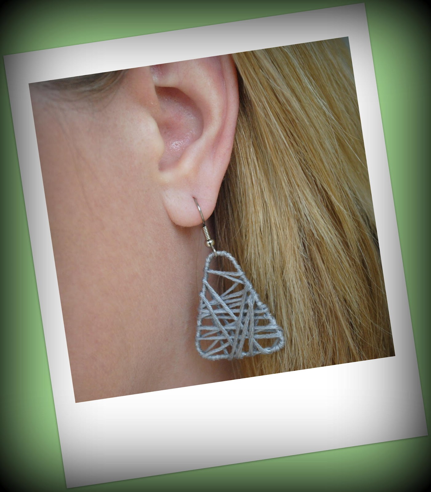 http://4.bp.blogspot.com/-cpW50qPX8AU/T9uXXZtlPhI/AAAAAAAAAiE/9KK9PI4zfYo/s1600/earing+picture.jpg