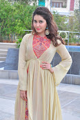 Rashi Khanna new glamorous photos-thumbnail-8