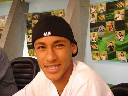 Neymar, 19 anos, já vai ser papai. O atacante engravidou uma garota