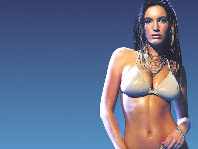 Kelly_brook_hot_wet_body
