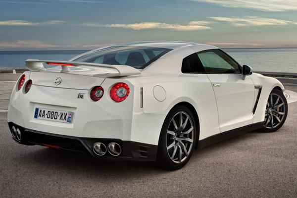 2013 Nissan Skyline Fast Speedy Cars