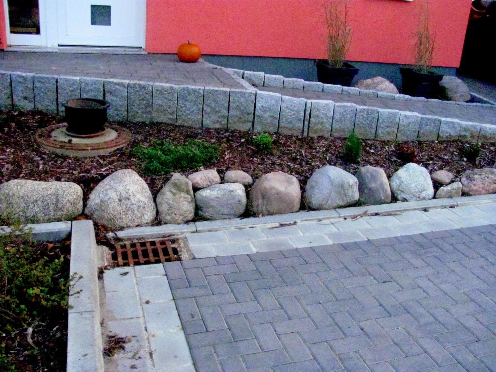Unbearbeitete natursteine als grundst cksbegrenzung und dekoration garten anders bloglovin - Gartengestaltung ideen mit natursteinen ...