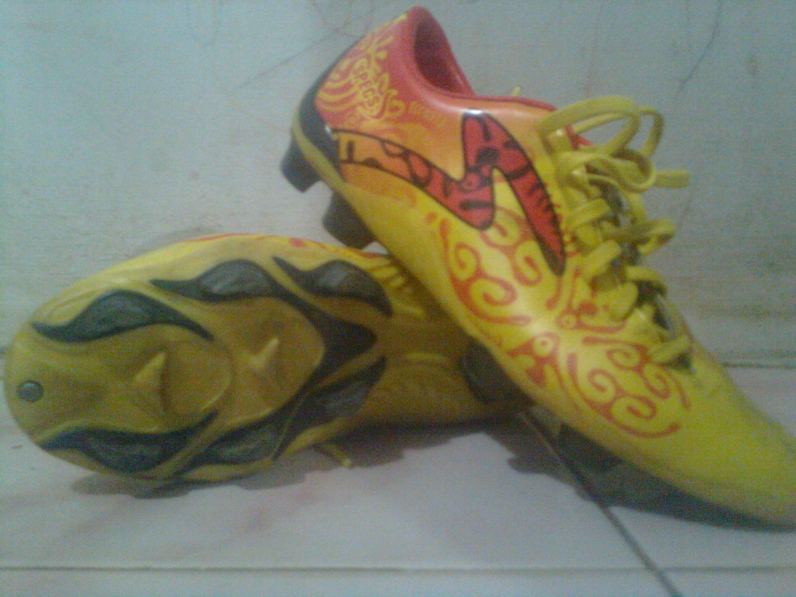 Jual Sepatu Bola Online (Bimo Bintang): sepatu specs batik