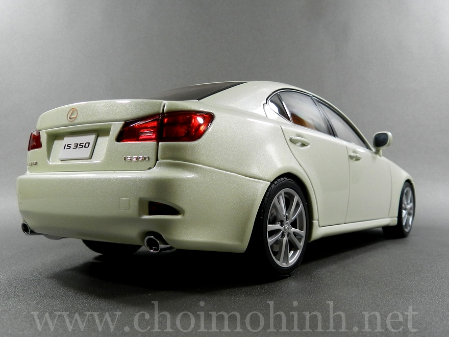 Lexus IS 350 2006 1:18 AUTOart white back