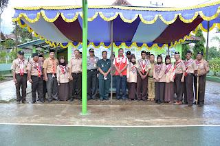 Photo bersama para  pelatih dan para pejabat setempat (Kepala Sekolah,Muspika Kecamatan).