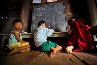 စနစ္ေျပာင္းလာေပမဲ့ မူမေျပာင္းႏိုင္ေသးတဲ့ ပညာေရး  (Dr. Dhamma Piya)