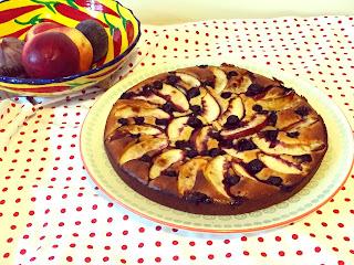 Gâteau moelleux au fromage blanc, nectarines et myrtilles