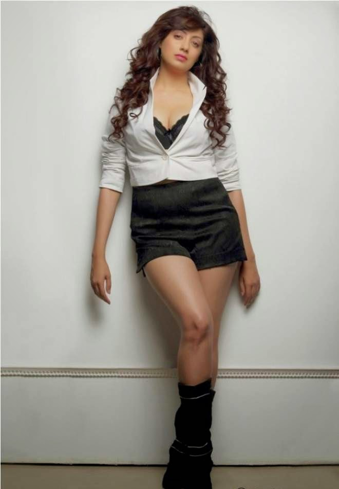 Gurleen Chopra Hot Photoshoot In Shorts
