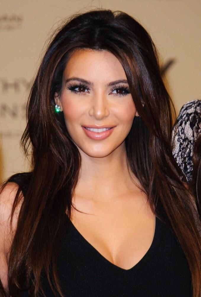 Kim Kardashian – Celebrity Buzzz