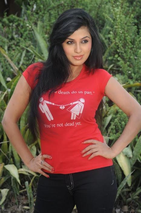Aarthi Poori www.heroines-photos.blogspot.com