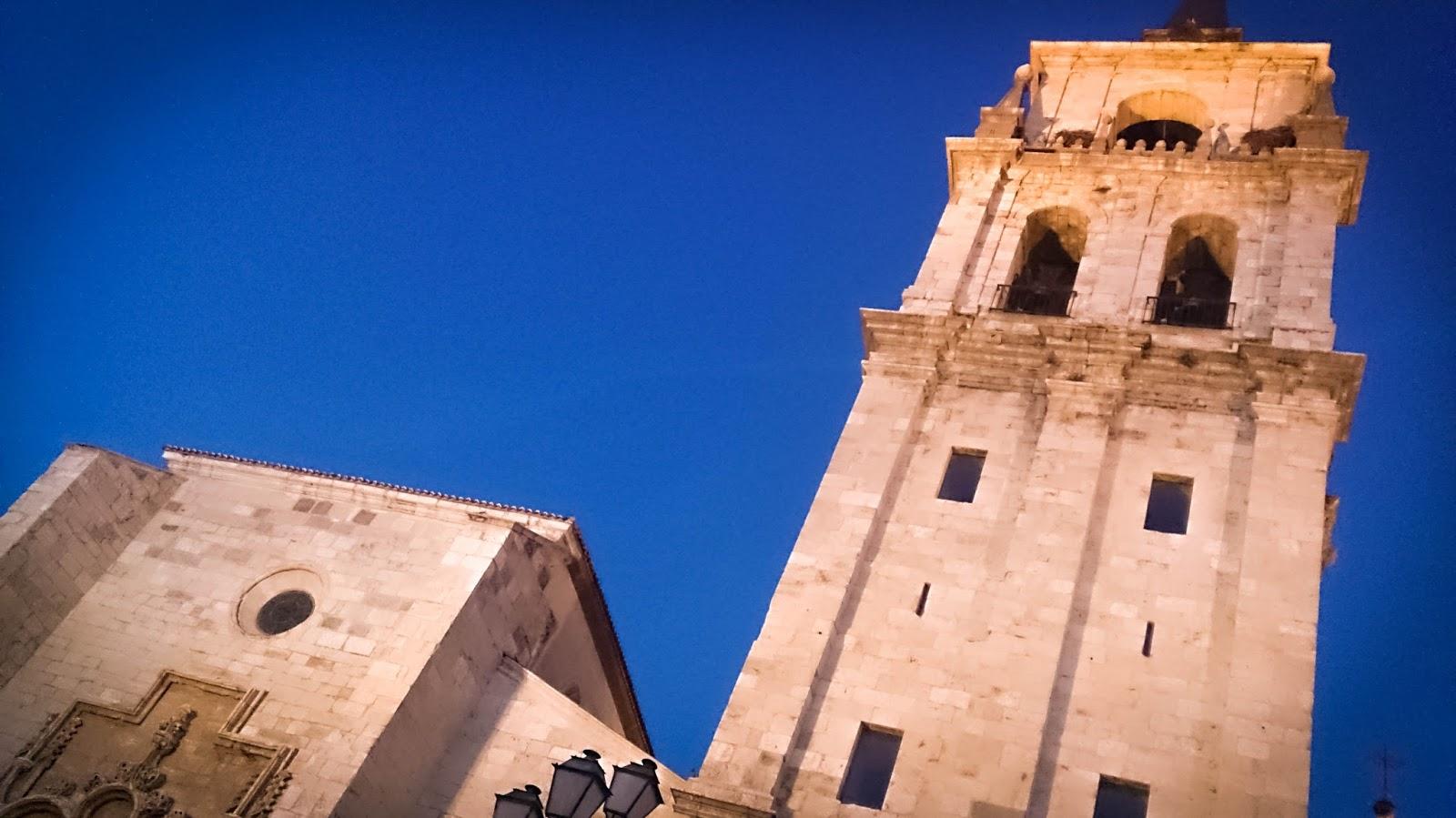 alcala de henares, catedral, semana cervantina, cervantes, feria medieval, noche, turismo, lugares, 2014, madrid