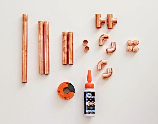 diy un support pour ipad avec des tuyaux de cuivre. Black Bedroom Furniture Sets. Home Design Ideas
