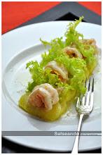 Ensalada templada de patata, escarola y langostinos, con aliño de limón