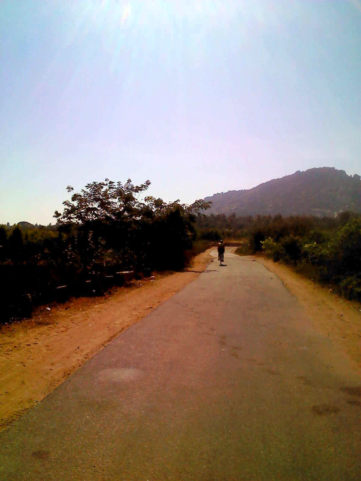 Bicyclist on road from Malur to Bangarpet