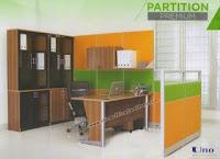 Partisi Kantor Uno Kofigurasi Sekat Tinggi dengan Flipper Cabinet dan Hanging Rack