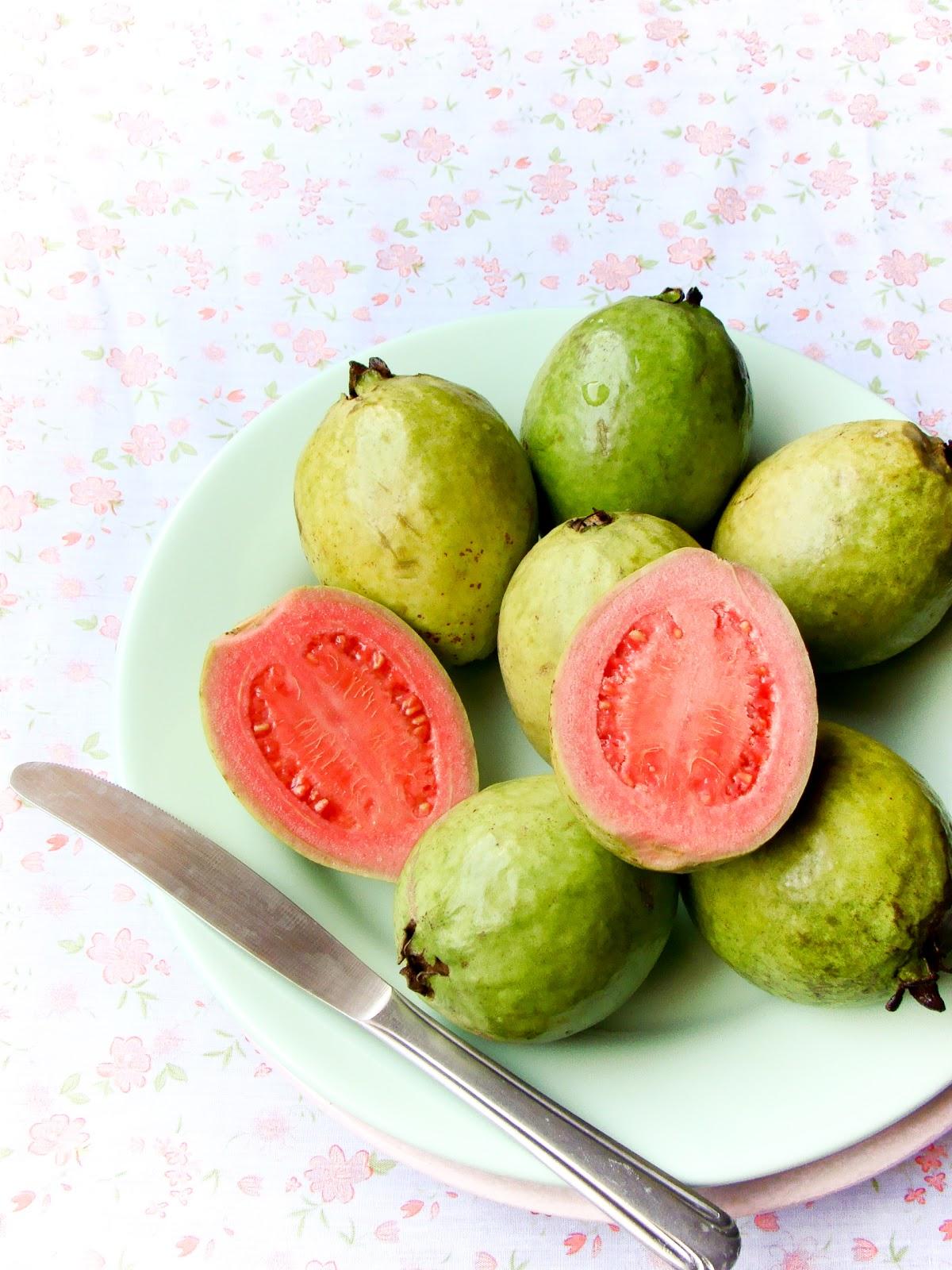 Lulu's Sweet Secrets: Guava Marmalade Cheesecake - Cheesecake de Goiabada