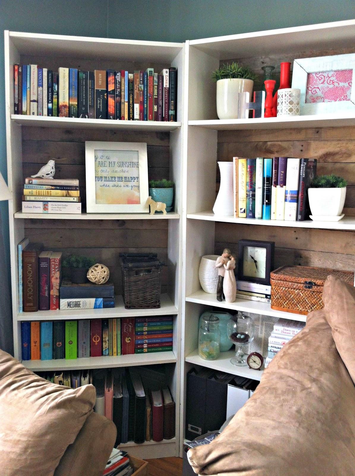 Стильные книжные шкафы, полки и 12