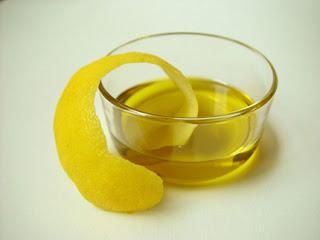 http://4.bp.blogspot.com/-css1e14MEqY/Tte4vsZ0rXI/AAAAAAAAQAo/_IipxHBxFVk/s1600/lemon-oil.jpg