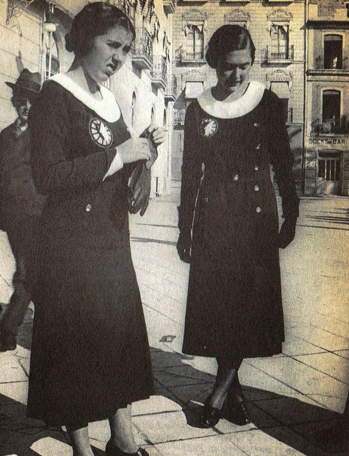Isabel García Lorca y Laura de los Ríos en Alicante en 1932