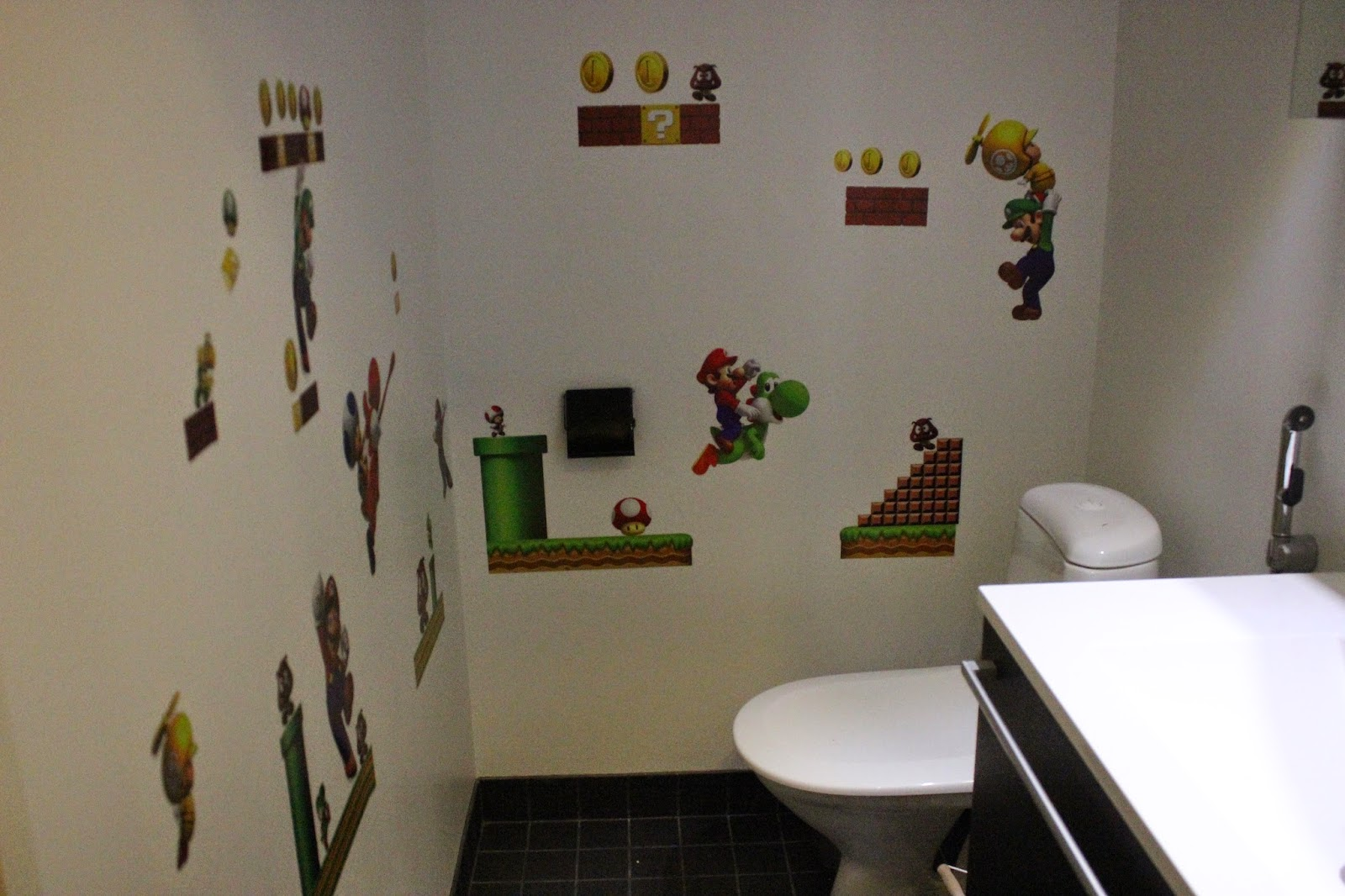 Sisustustarroja wc:ssä