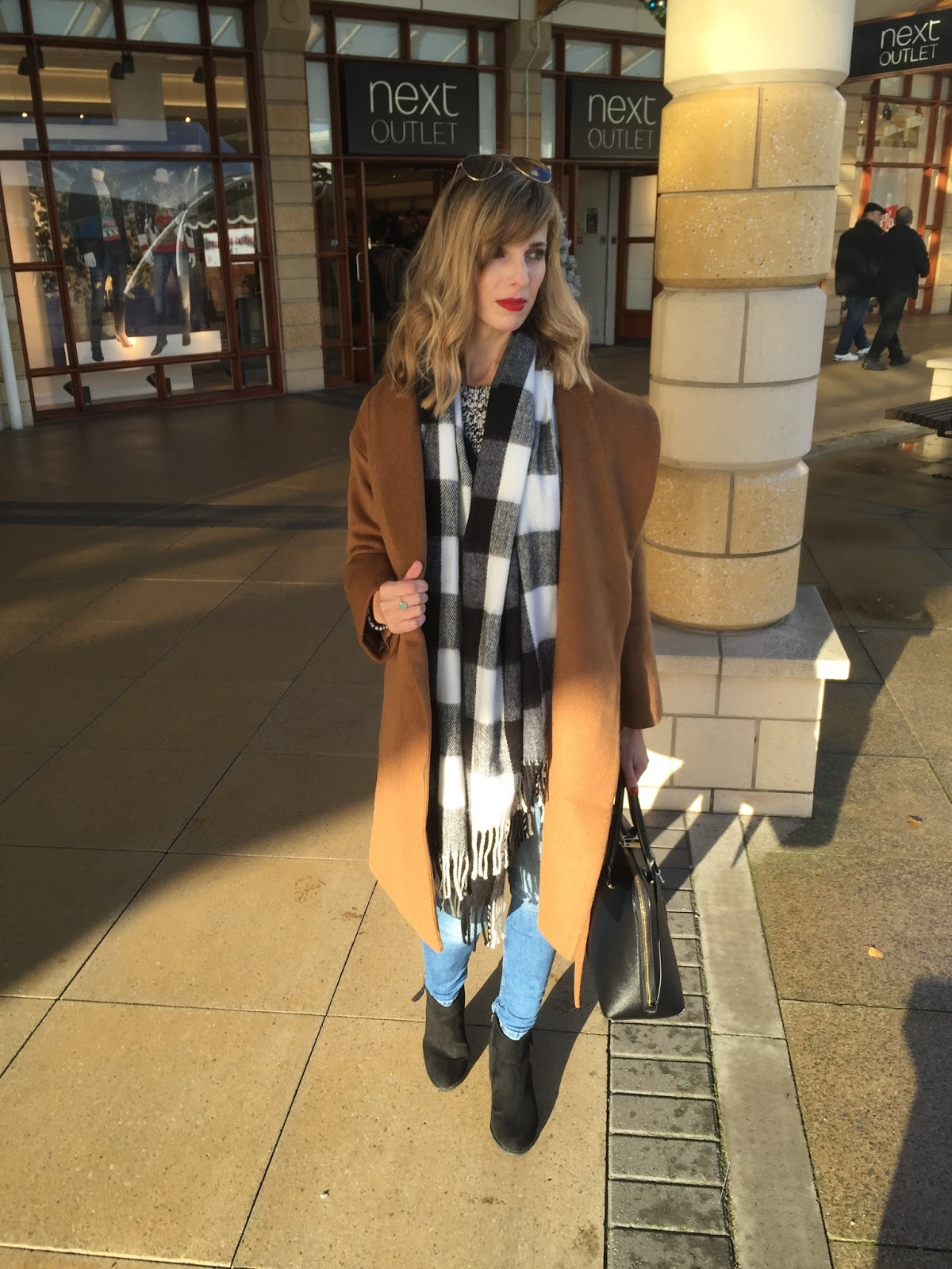 Winter #OOTD featuring H&M coat and Shein scarf