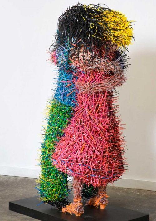 Federico Uribe esculturas lápis O abraço