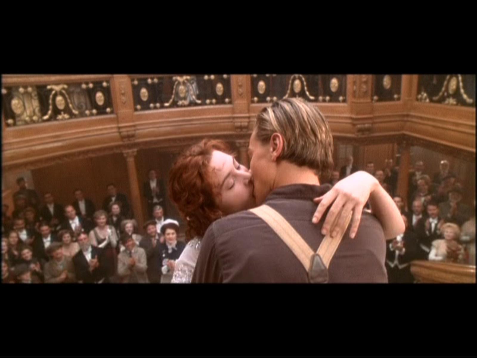 http://4.bp.blogspot.com/-ctP89vRdRgc/TdubkJ7wGBI/AAAAAAAAAoc/X0sAzpuECsk/s1600/Titanic-hd-wallpaper.jpg