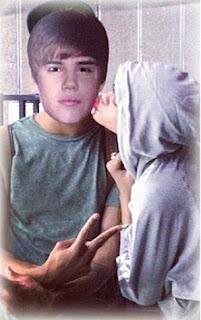Justin Bieber burlado por Rihanna