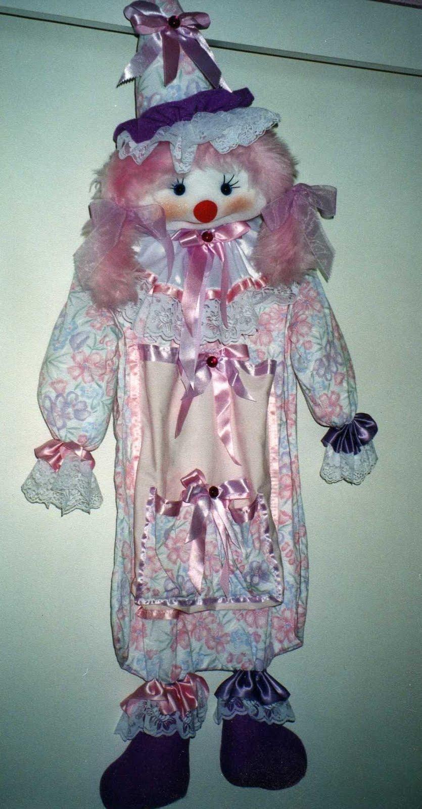 Elena ideas y artesanias payaso para guardar la ropa del bebe - Baules para guardar ropa ...
