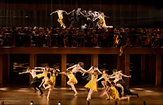 Hofesh Shechter Company Dancers with English Baroque Soloists in Orphée et Eurydice. ©2015 ROH. Photograph by Bill Cooper