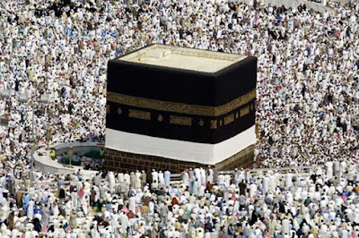 Umat Islam Menghadap Ka'bah, Apakah untuk Menyembah Allah?
