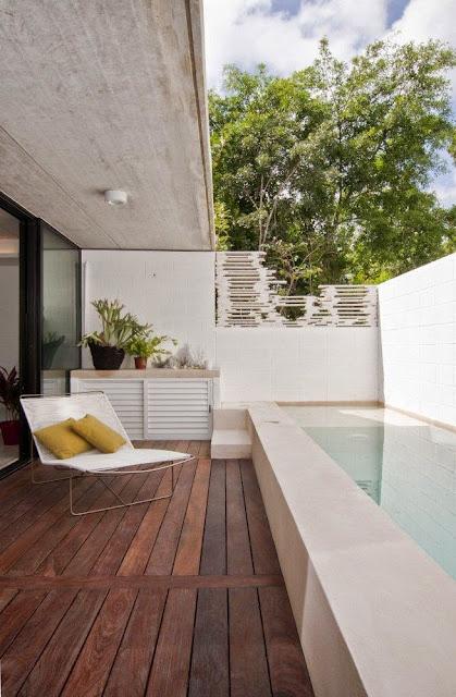decoracao-exterior-piscina-deck-madeira