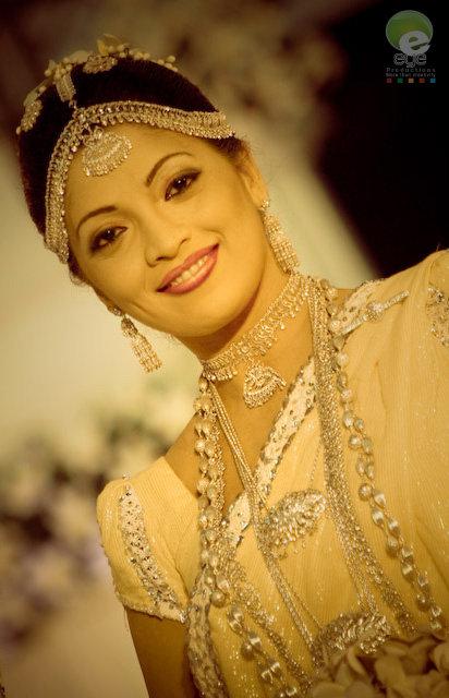 Fashion style sri lankan wedding dresses for Sri lankan wedding dress