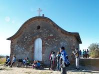 L'ermita de Sant Antoni amb la teulada sinuosa