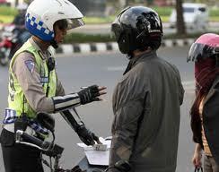 Ketika Razia Polisi Tersirat Menawarkan Jasa Damai Di Tempat