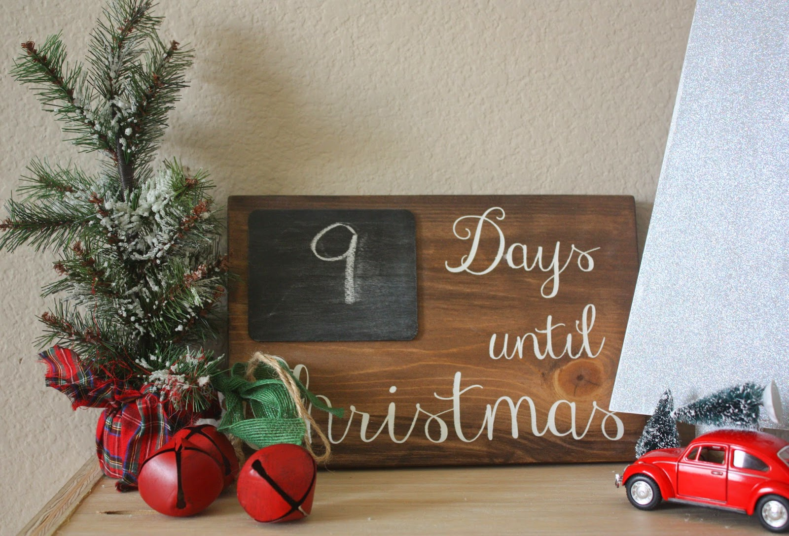 then i stenciled the days until christmas and glued a piece of smaller chalkboard wood to the big board as a said very easy project - How Many More Days Until Christmas 2014