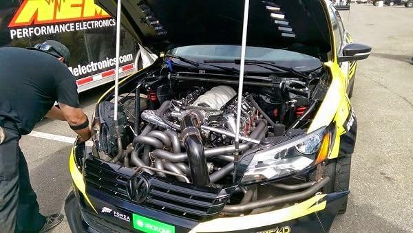 Tanner Foust + Volkswagen Passat 900 CV = DRIFT (vídeo)