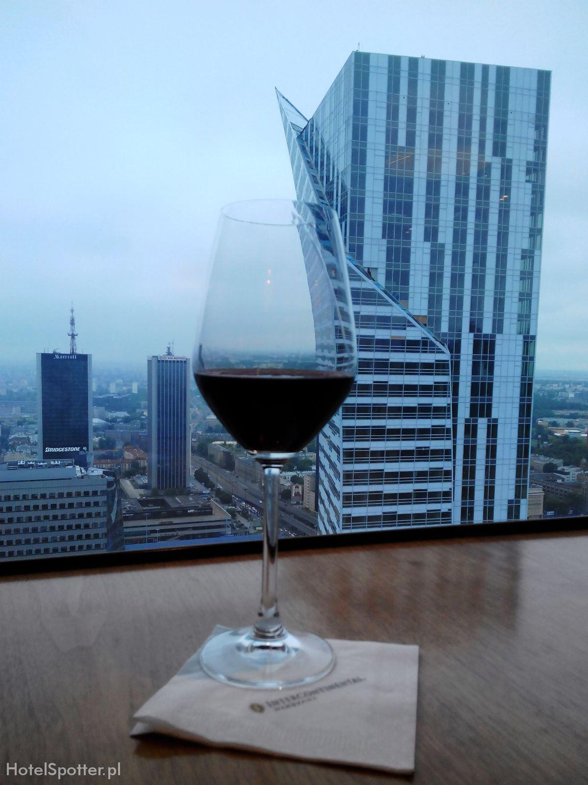 InterContinental Warsaw Warszawa Club Lounge wino z widokiem