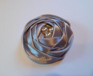 róża z tasiemki