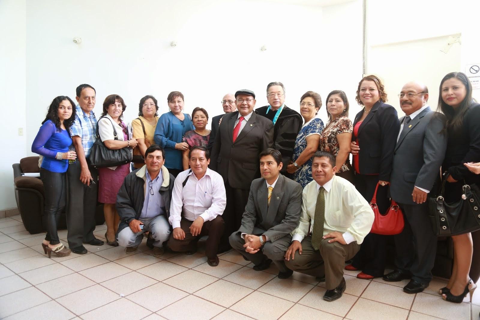 MIGUEL GODOS, MARCO MARTOS PRESIDENTE DE LA ACADEMIA PERUANA DE LA LENGUA Y DOCENTES DE LA FACULTAD