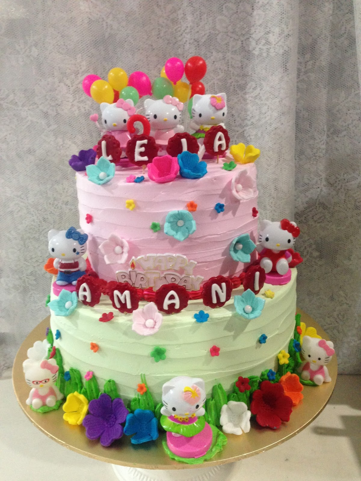ninie cakes house: Hello Kitty Cake Design
