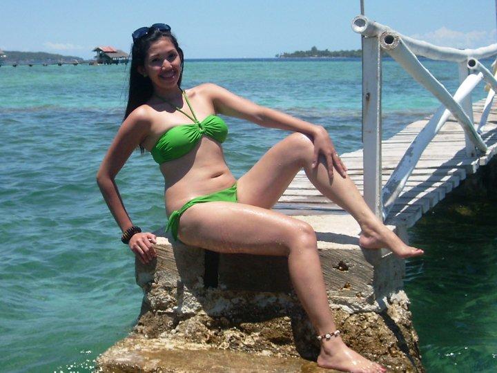 sexy filipina in green bikini pic