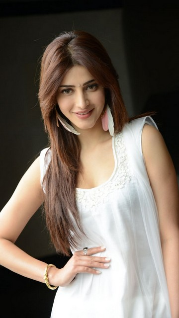 Shruti Hassan Latest Sexy Wallpapers