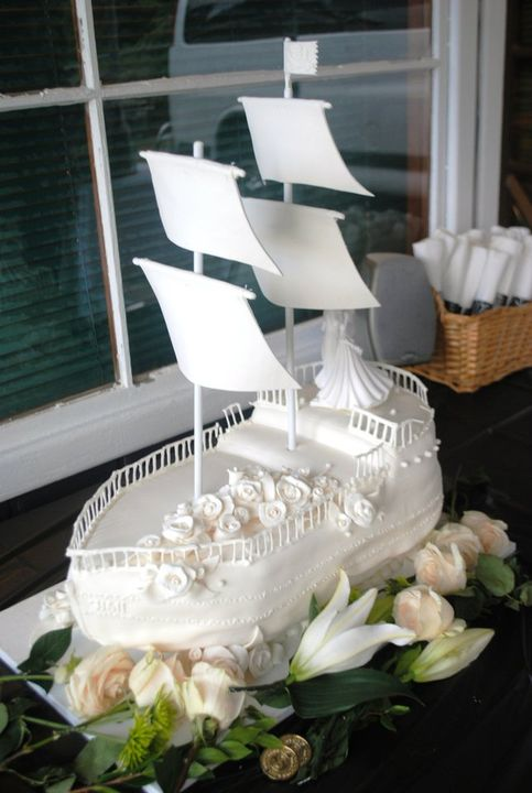 it 39 s a piece of cake pirate ship wedding cake. Black Bedroom Furniture Sets. Home Design Ideas