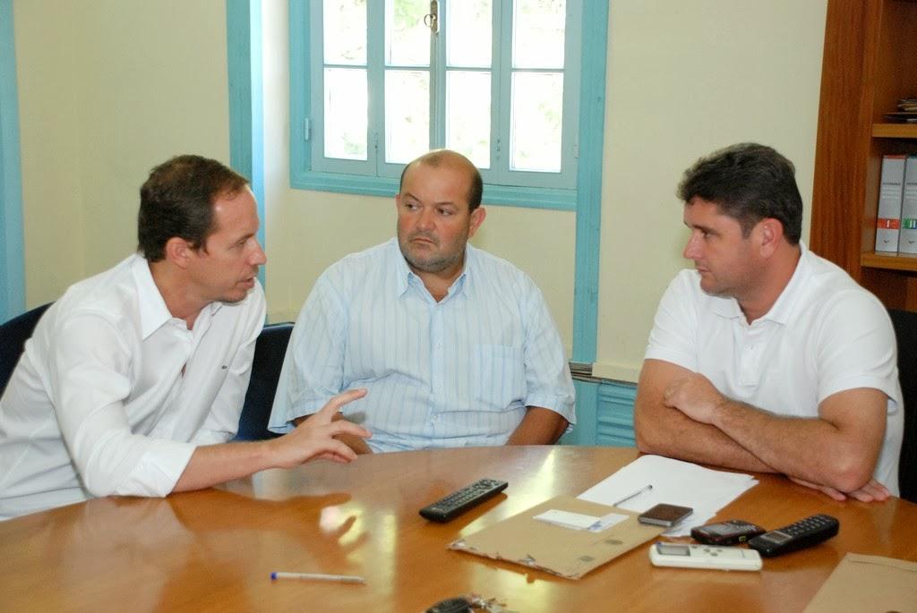 Prefeito Arlei e o vice-prefeito Márcio Catão se reúnem com o secretário nacional Ricardo Cappelli  para agilizar a implantação dos projetos  'Segundo Tempo' e PELC, do Ministério do Esporte