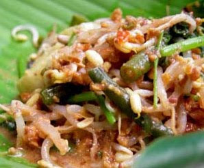Vegetables with Spicy Peanut Sauce Pecel