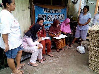 http://www.kampunggemilang.co.vu/2015/06/bank-sampah-bag-bagi-duit.html