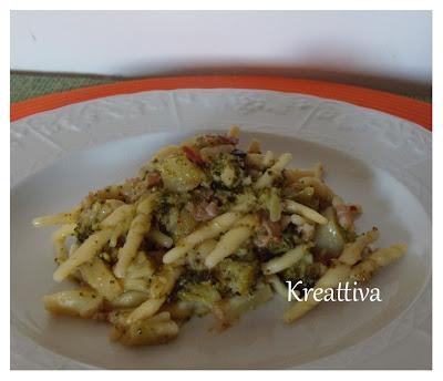 Pasta con broccoli e pancetta al vapore